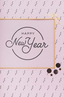 Letras de ano novo na moldura dourada mínima