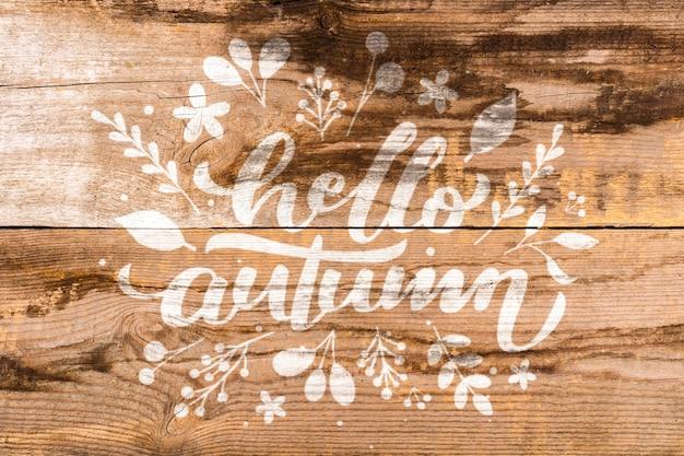 Letras de outono plana leigos em fundo de madeira