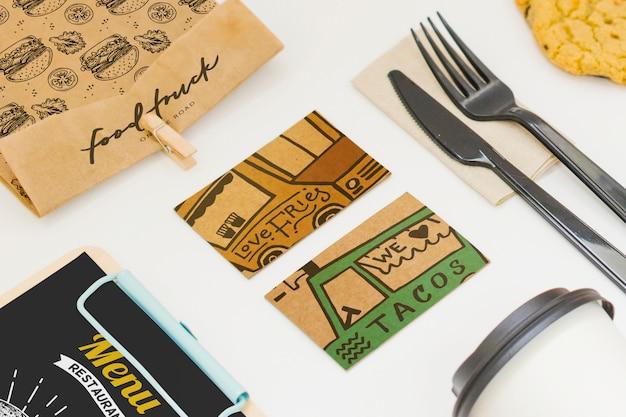Levar comida mockup com vários objetos