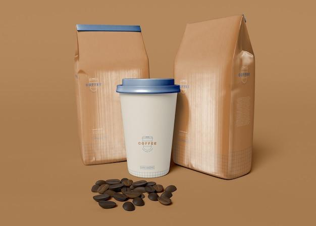 Leve a xícara de café e a maquete de saco de papel