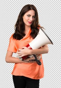 Linda garota segurando um megafone