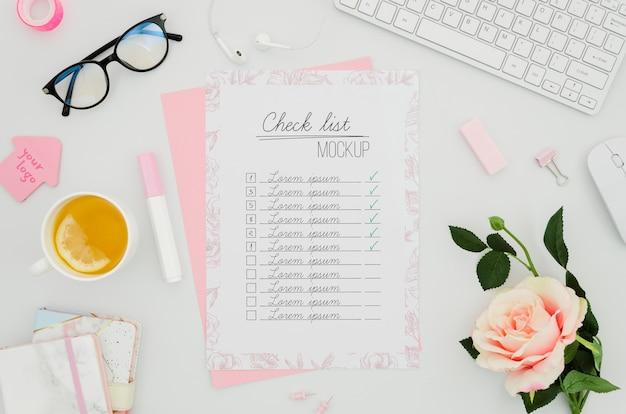 Lista de verificação e mock-up botânico de rosas