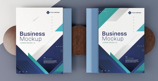 Livros de capa de arranjo de maquete de papelaria comercial