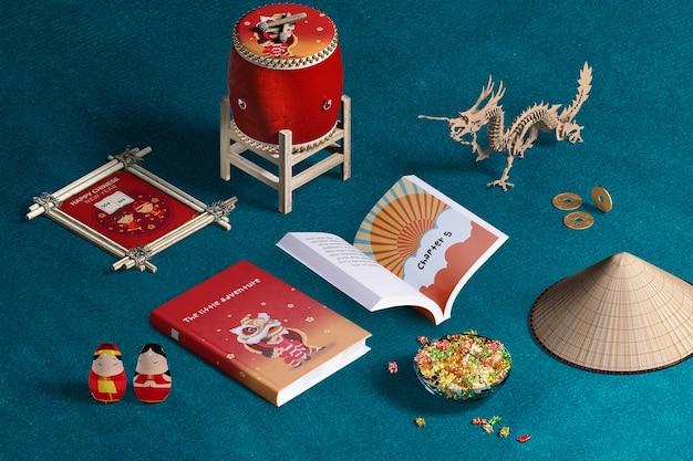 Livros e decoração de ano novo chinês de alta vista