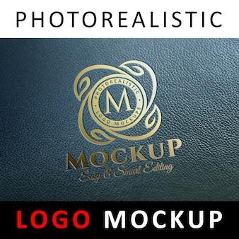 Logo mock up - folha de ouro carimbando o logotipo em couro bllue