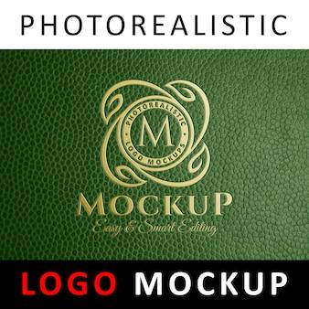 Logo mock up - golden logo em couro verde