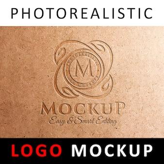 Logo mockup - logo debossed no cartão kraft