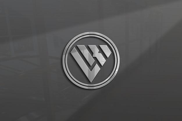 Logotipo 3d no vidro da parede de metal