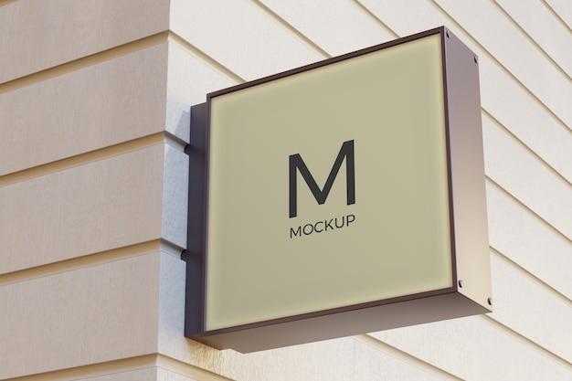 Logotipo da caixa de sinalização retangular maquete na fachada