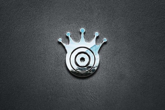 Logotipo da maquete realista do chrome reflection na parede