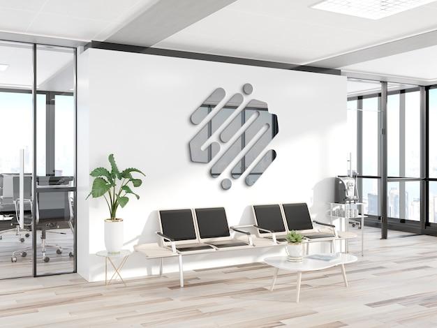 Logotipo de metal reflexivo na maquete da parede do escritório