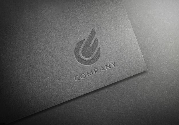 Logotipo em relevo no papel de textura preto