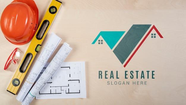 Logotipo imobiliário com equipamento