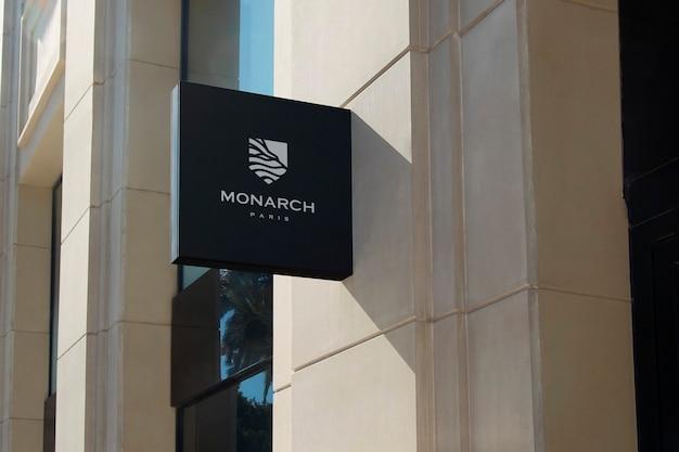 Logotipo mockup moderno preto pendurado sinal