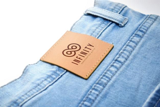 Logotipo na maquete de marca de jeans