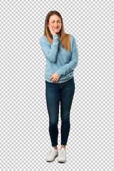 Loiro, mulher, com, camisa azul, com, toothache