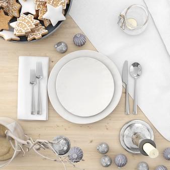 Louças e decorações em uma mesa de natal