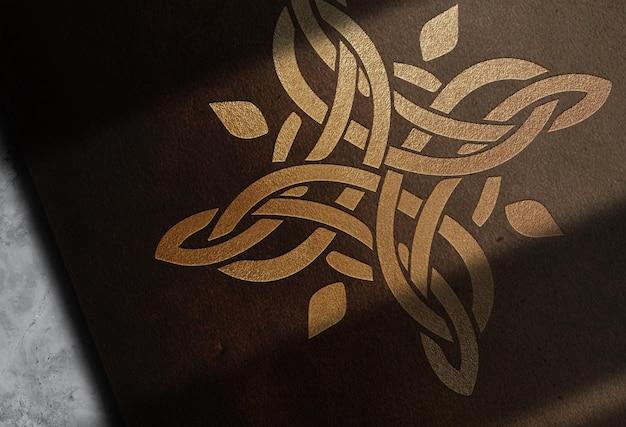 Luxo close-up couro logotipo dourado em relevo maquete papel vista em perspectiva