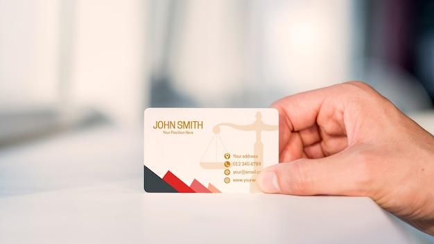 Mão, apresentando, cartão negócio, mockup