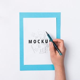 Mão com lápis na escrita do trabalho