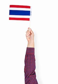 Mão segurando bandeira