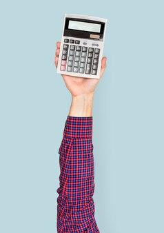Mão segurando calculadora