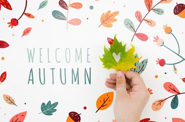 Mão, segurando, folha, logo, para, dar boas-vindas, outono