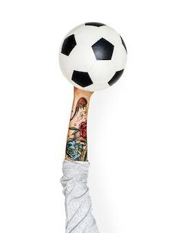 Mão segurando futebol