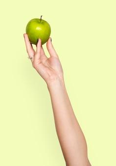 Mão, segurando, maçã