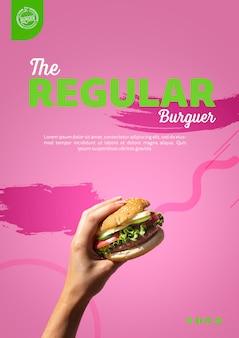 Mão segurando o modelo de hambúrguer