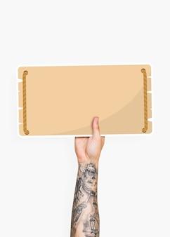 Mão segurando um suporte de papelão de sinalização em branco