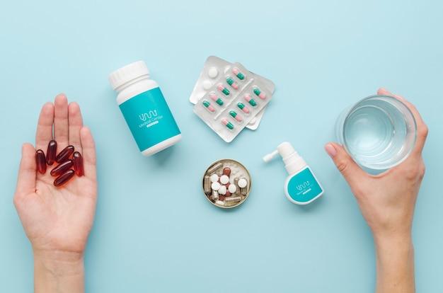 Mãos de close-up, segurando o medicamento