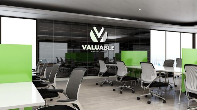 Maquete 3d do logotipo da empresa na área de trabalho do escritório com mesa e cadeira
