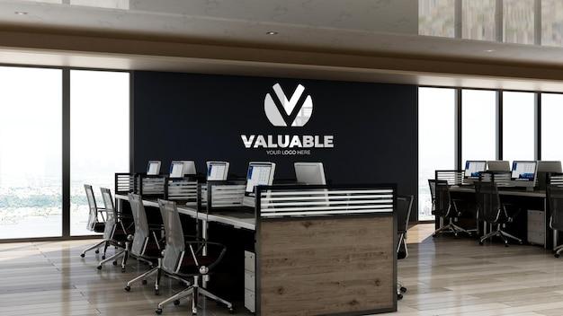 Maquete 3d do logotipo da empresa no espaço de trabalho do escritório