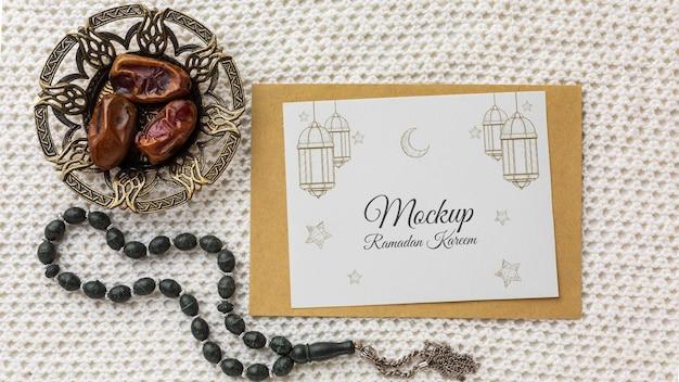 Maquete com estampa do ramadã e figos