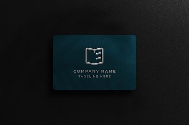 Maquete customizável de cartão de visita azul escuro com design de fundo escuro