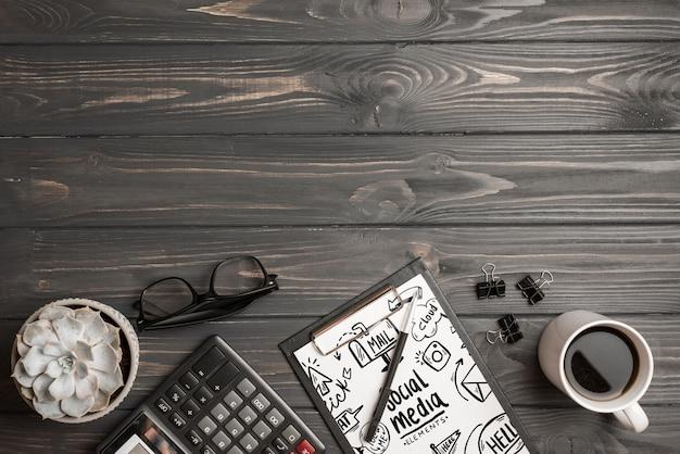Maquete da área de transferência com elementos de escritório
