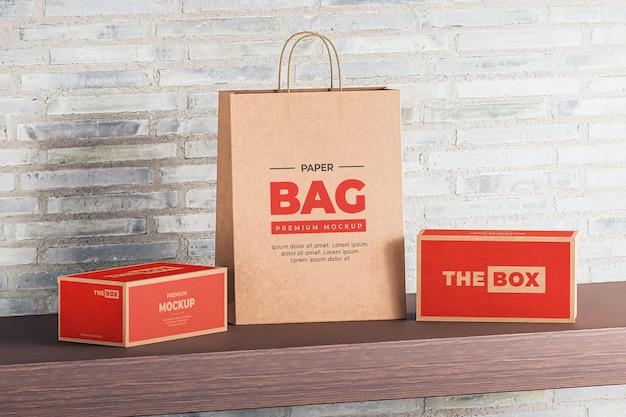 Maquete da caixa do saco de papel marrom vermelho de compras