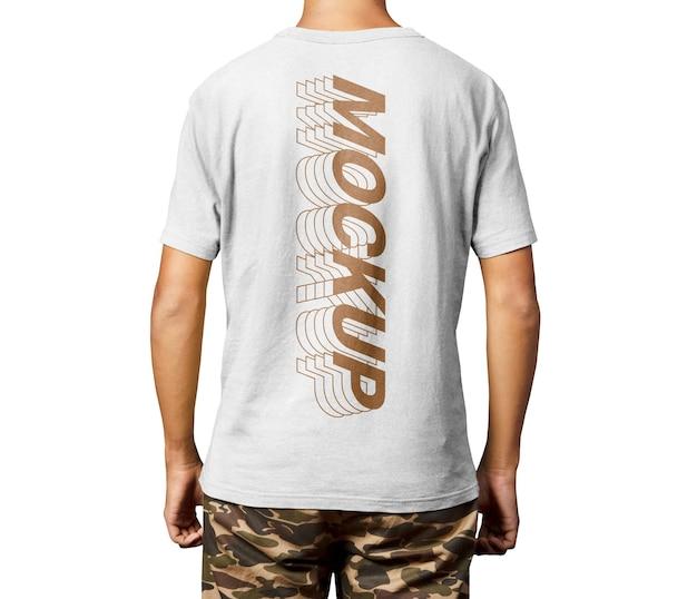 Maquete da camisa do homem nas costas
