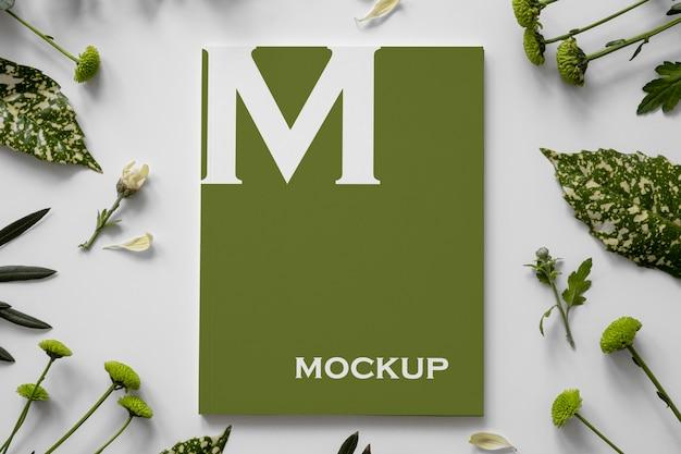 Maquete da capa da revista nature com arranjo de folhas