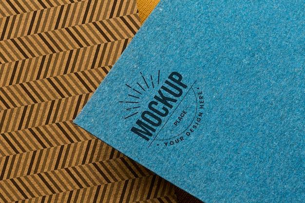 Maquete da marca no arranjo do cartão