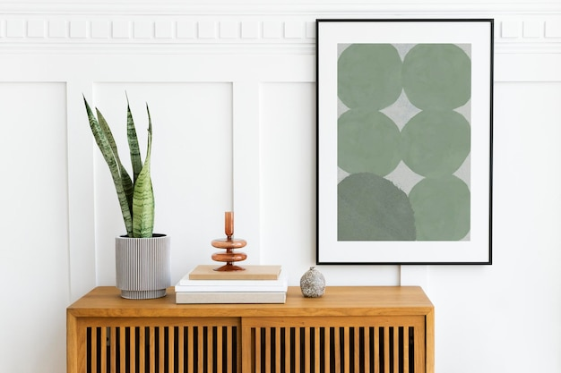 Maquete da moldura da foto pendurada acima de um armário de madeira