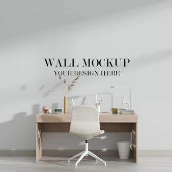 Maquete da parede da sala de trabalho com mesa de madeira