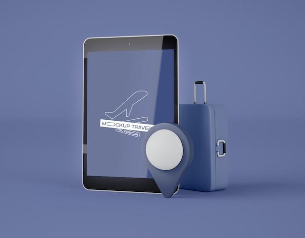 Maquete da tela tablet digital. viagem de verão e o conceito de viagens.