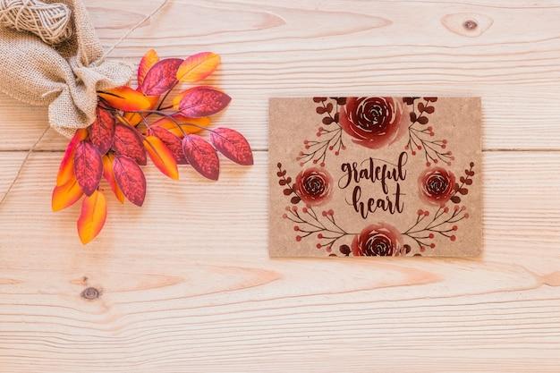 Maquete de ação de graças com cartão