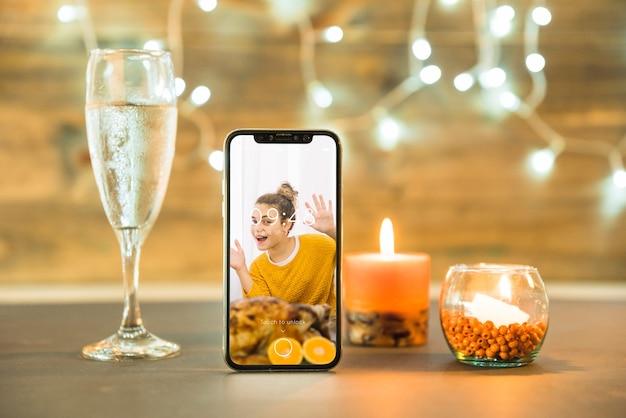Maquete de ação de graças com smartphone
