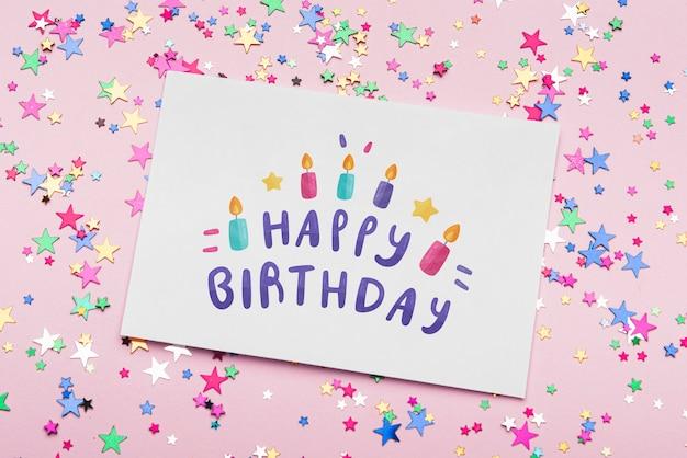 Maquete de aniversário com confetes coloridos