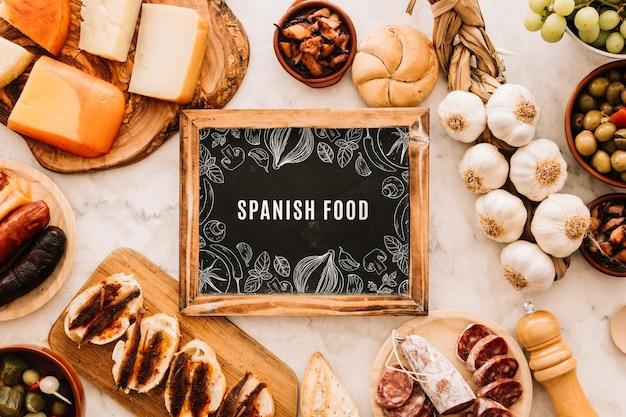 Maquete de ardósia com comida tradicional espanhola