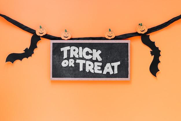 Maquete de ardósia com conceito de halloween