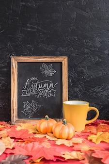 Maquete de ardósia com conceito de outono